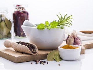 Dna moczanowa – jakie zioła mogą pomóc?