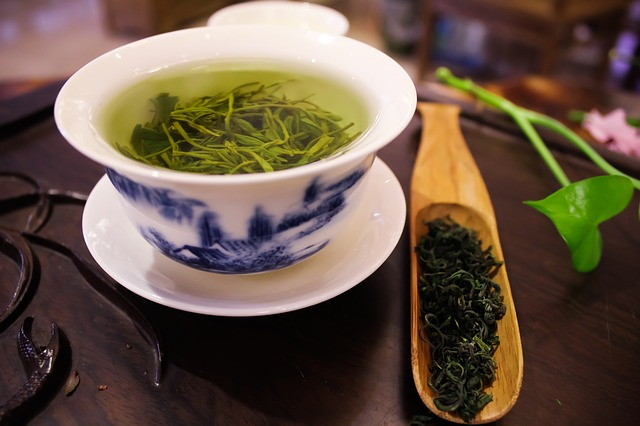 Dlaczego warto pić zieloną herbatę?